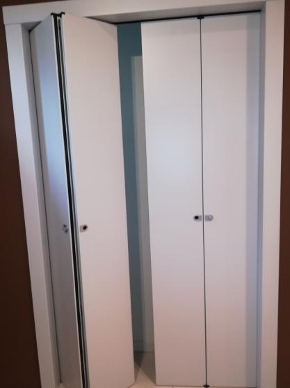 דלת מתקפלת כפולה מתאימה לפתחים עד רוחב 2.20 ועד גובה 2.40, דלת מתקפלת חצי לצד ימין וחצי לצד שמאל