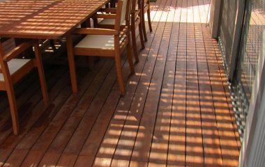 לשדרג את המרפסת עם דק טבעי